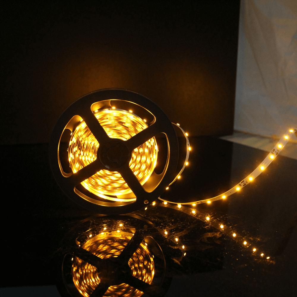 Banda LED Flink LC, flexibila, 60 leduri/m, lumina calda, rola 5 m imagine 2021 mathaus